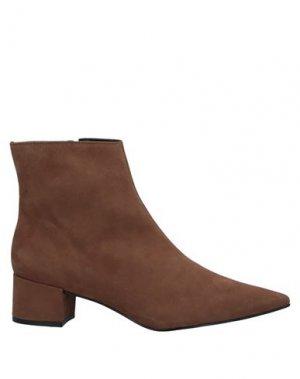 Полусапоги и высокие ботинки CARRANO. Цвет: коричневый