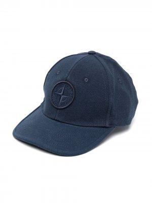 Бейсболка с вышитым логотипом Stone Island Junior. Цвет: синий