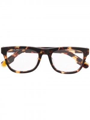 Солнцезащитные очки в оправе черепаховой расцветки Kenzo. Цвет: коричневый
