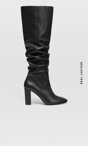 Черные кожаные ботфорты на каблуке Stradivarius