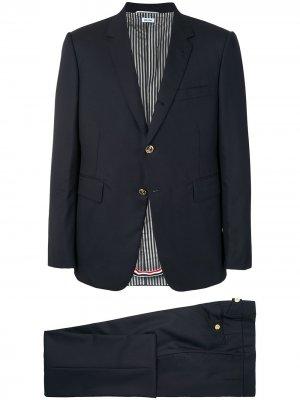 Классический костюм-двойка Thom Browne. Цвет: синий