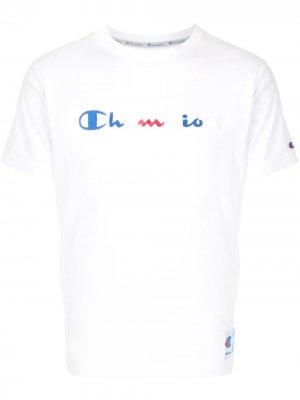 Футболка с вышитым логотипом Champion. Цвет: белый