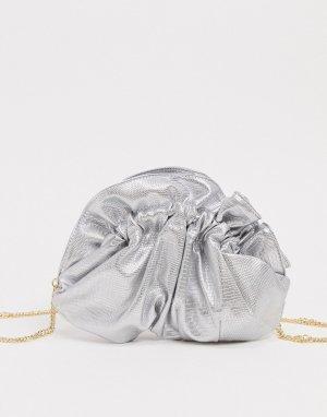 Клатч цвета серебристый металлик со сборками и цепочкой -Серебряный ASOS DESIGN