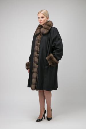 Зимнее двустороннее пальто на меху с меховым воротником Santini. Цвет: черный