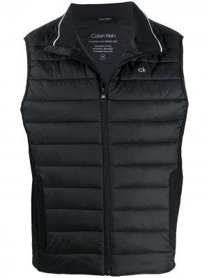 Дутый жилет с логотипом Calvin Klein. Цвет: черный