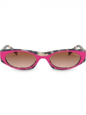 Солнцезащитные очки в оправе со вставками Vogue Eyewear. Цвет: розовый