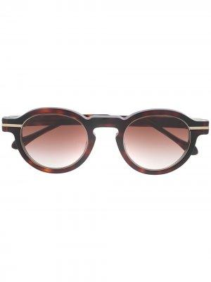 Солнцезащитные очки в оправе черепаховой расцветки Matsuda. Цвет: коричневый