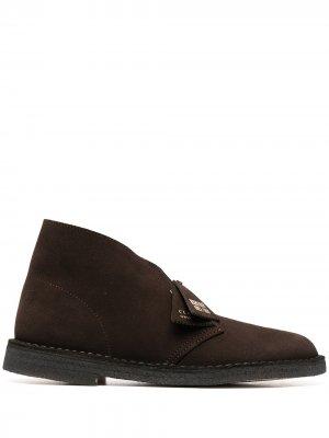 Ботинки дезерты Clarks Originals. Цвет: коричневый