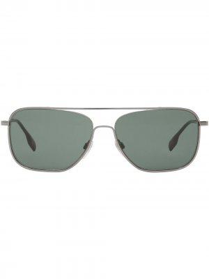 Солнцезащитные очки в квадратной оправе Burberry. Цвет: серебристый