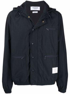 Куртка с капюшоном и нашивкой-логотипом Thom Browne. Цвет: синий