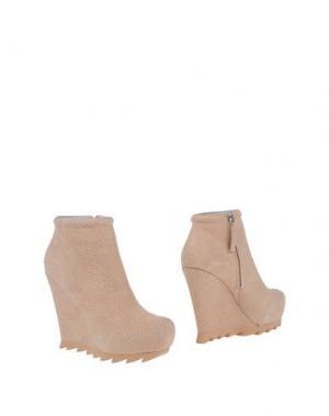 Полусапоги и высокие ботинки CAMILLA SKOVGAARD. Цвет: песочный