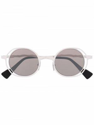 Солнцезащитные очки в круглой оправе Kuboraum. Цвет: белый