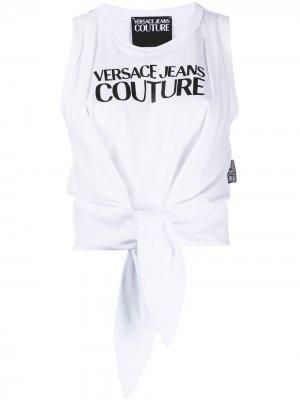 Топ с логотипом и завязками на подоле Versace Jeans Couture. Цвет: белый