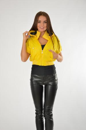 Куртка People. Цвет: желтый