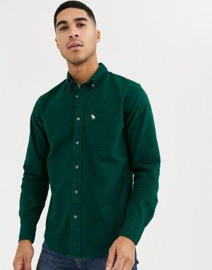 Зеленая приталенная оксфордская рубашка с логотипом Abercrombie & Fitch. Цвет: зеленый