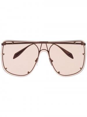 Солнцезащитные очки в массивной оправе Alexander McQueen Eyewear. Цвет: золотистый