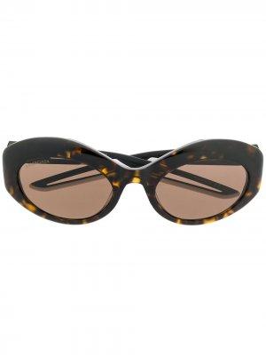 Солнцезащитные очки черепаховой расцветки Balenciaga Eyewear. Цвет: коричневый