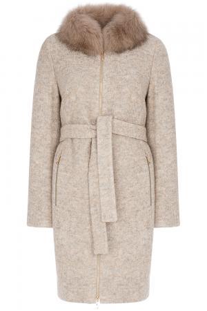Утепленное пальто с отделкой мехом песца Elema