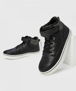 Утеплённые ботинки для мальчиков O`Stin. Цвет: черный