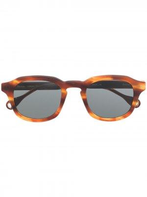 Солнцезащитные очки Minimal в оправе черепаховой расцветки Etudes. Цвет: коричневый