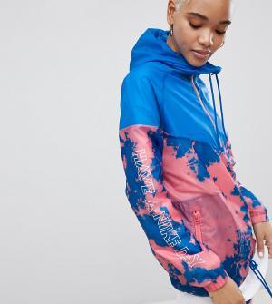Ветровка с принтом тай-дай Nike. Цвет: синий