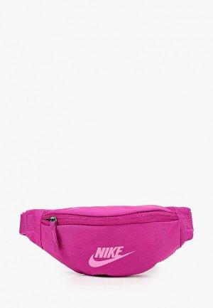 Сумка поясная Nike NK HERITAGE HIP  PACK - SMALL. Цвет: фиолетовый