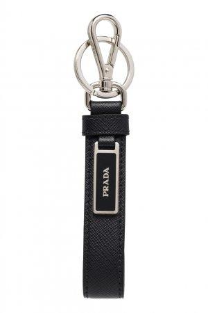 Черный кожаный брелок с логотипом Prada. Цвет: черный