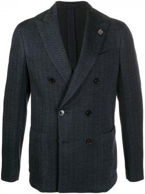 Костюм с двубортным пиджаком и узором шеврон Lardini. Цвет: синий