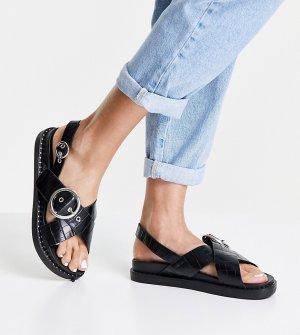Черные сандалии с имитацией кожи крокодила на толстой подошве перекрестными ремешками -Черный цвет Glamorous Wide Fit