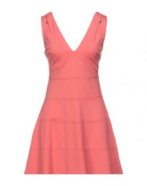 Короткое платье GUESS. Цвет: коралловый