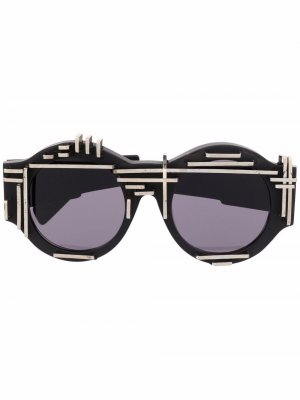 Солнцезащитные очки в массивной оправе Kuboraum. Цвет: черный
