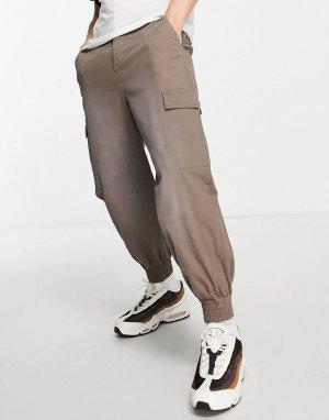 Суженные книзу oversized-брюки серого цвета с эффектом окраски из баллончика -Серый ASOS DESIGN