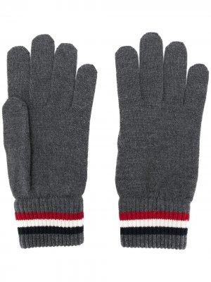 Перчатки с манжетами в полоску Moncler. Цвет: серый