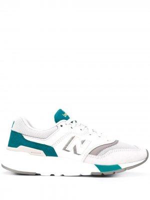Кроссовки на шнуровке New Balance. Цвет: белый