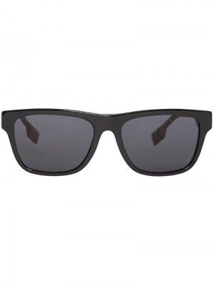 Солнцезащитные очки в оправе клетку Vintage Check Burberry. Цвет: черный