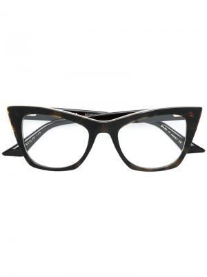 Очки Showgoer Dita Eyewear. Цвет: коричневый