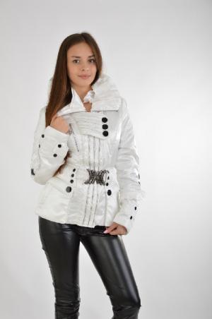 Куртка Boruoss. Цвет: белый