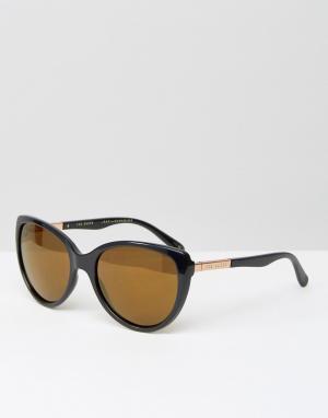 Черные солнцезащитные очки с зеркальными стеклами Belle Ted Baker. Цвет: черный