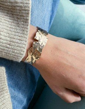 Золотистый браслет-кафф с эффектом ковки ASOS DESIGN