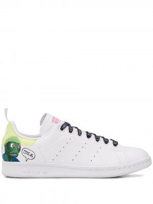 Кроссовки Stan Smith из коллаборации с Aliens adidas. Цвет: белый