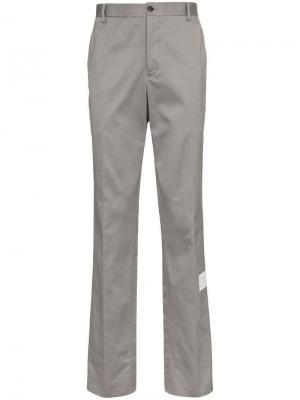 Классические брюки с логотипом Thom Browne. Цвет: серый