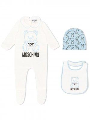 Комплект из комбинезона, нагрудника и шапки с логотипом Moschino Kids. Цвет: белый