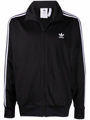 Спортивная куртка с вышивкой adidas. Цвет: черный
