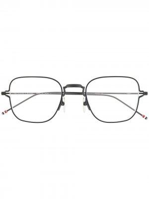 Очки в тонкой квадратной оправе Thom Browne Eyewear. Цвет: черный