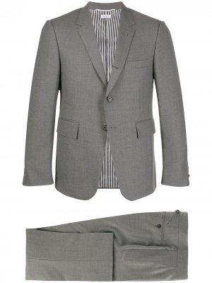 Строгий костюм Thom Browne. Цвет: серый
