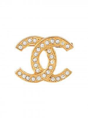 Брошь CC со стразами Chanel Pre-Owned. Цвет: золотистый