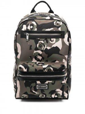Рюкзак с камуфляжным принтом Les Hommes. Цвет: зеленый