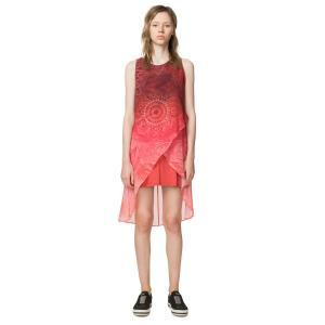 Платье короткое прямое с графическим рисунком, без рукавов DESIGUAL. Цвет: наб. рисунок красный