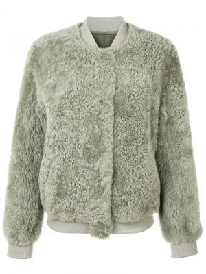 Куртка-бомбер из овечьего меха с вышивкой Meteo By Yves Salomon. Цвет: зелёный