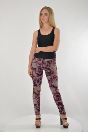 Повседневные брюки GUESS. Цвет: разноцветный